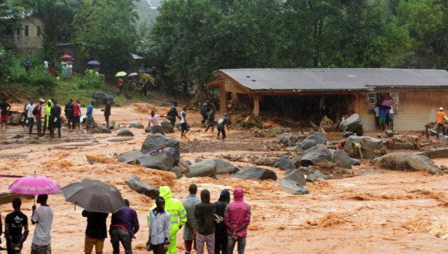 Оползни после сильных дождей и наводнений в Сьерра-Леоне. 14 августа 2017