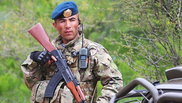 Военнослужащий армии Таджикистана во время учений. Архивное фото