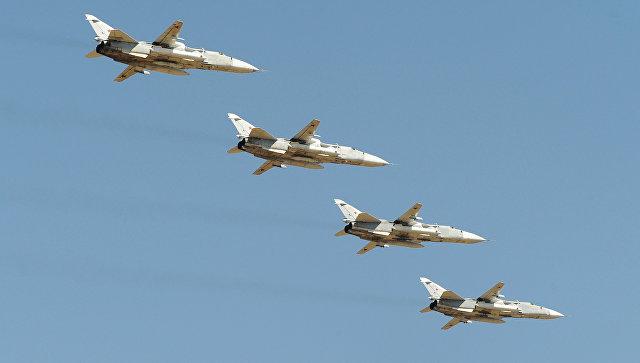 Российские бомбардировщики Су-24. Архивное фото