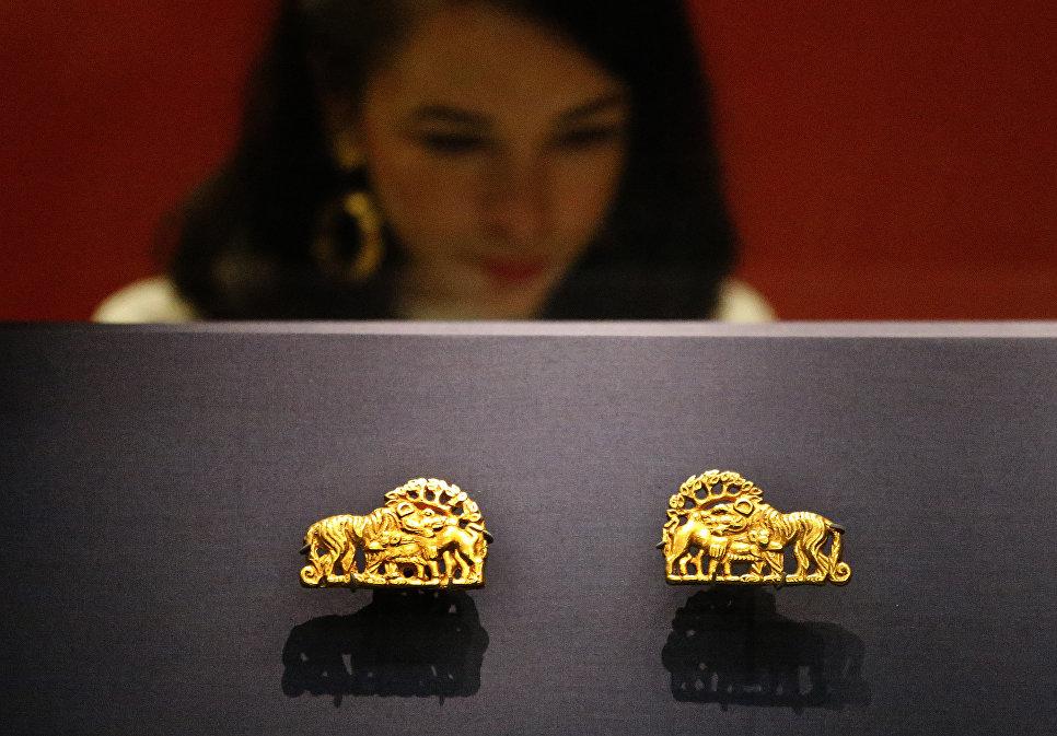 Золотые артефакты в Британском музее в Лондоне во время подготовки к выставке Скифы: воители древней Сибири