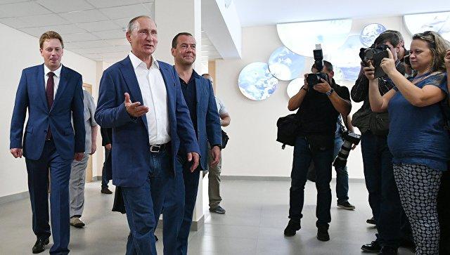 Путин предложил создать в Севастополе школу для одаренных детей