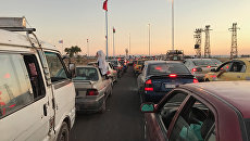 В потоке машин, растянувшемся на несколько километров до входа в выставочный городок на южной окраине Дамаска, где открылась 59-я Международная промышленная выставка. 19 августа 2017