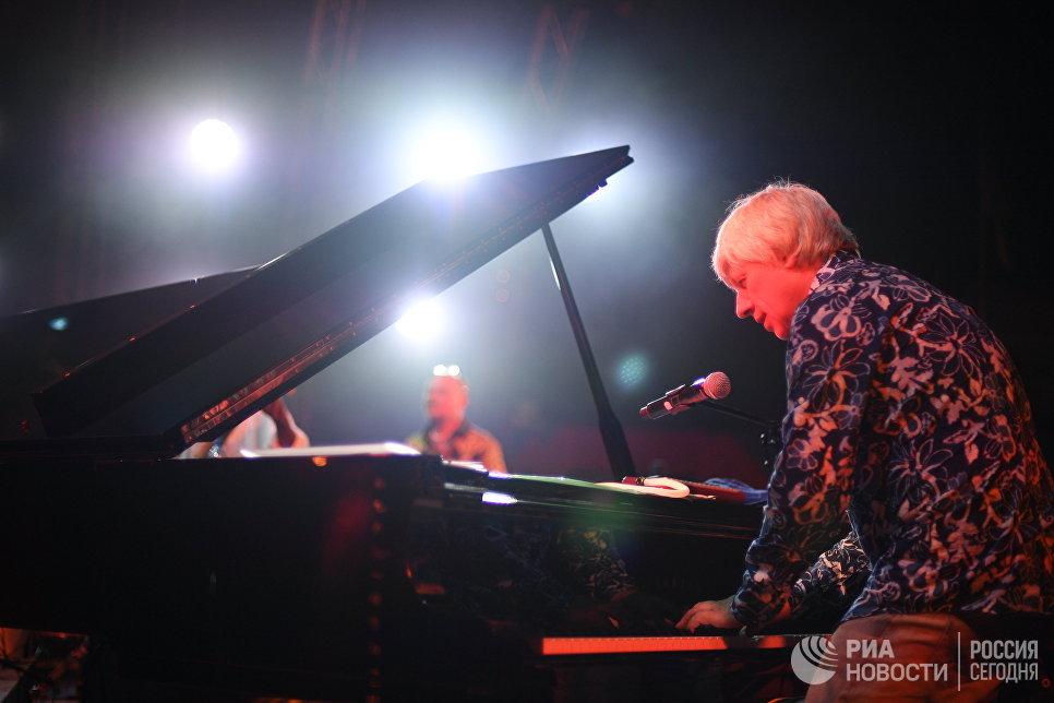 Музыкант Андрей Кондаков во время выступления на фестивале Koktebel Jazz Party 2017