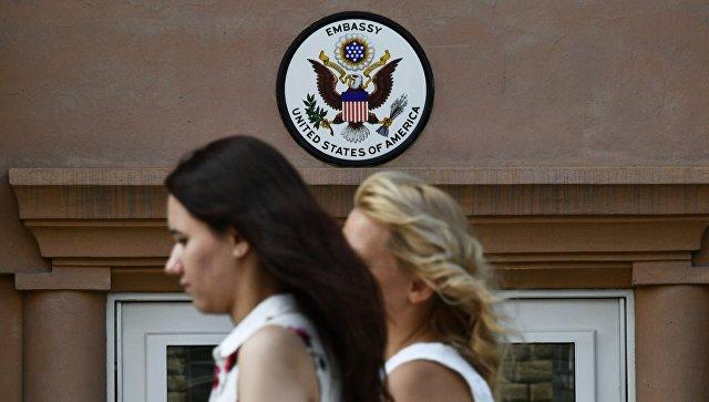 Посольство США объяснило очередь за визами предварительной записью
