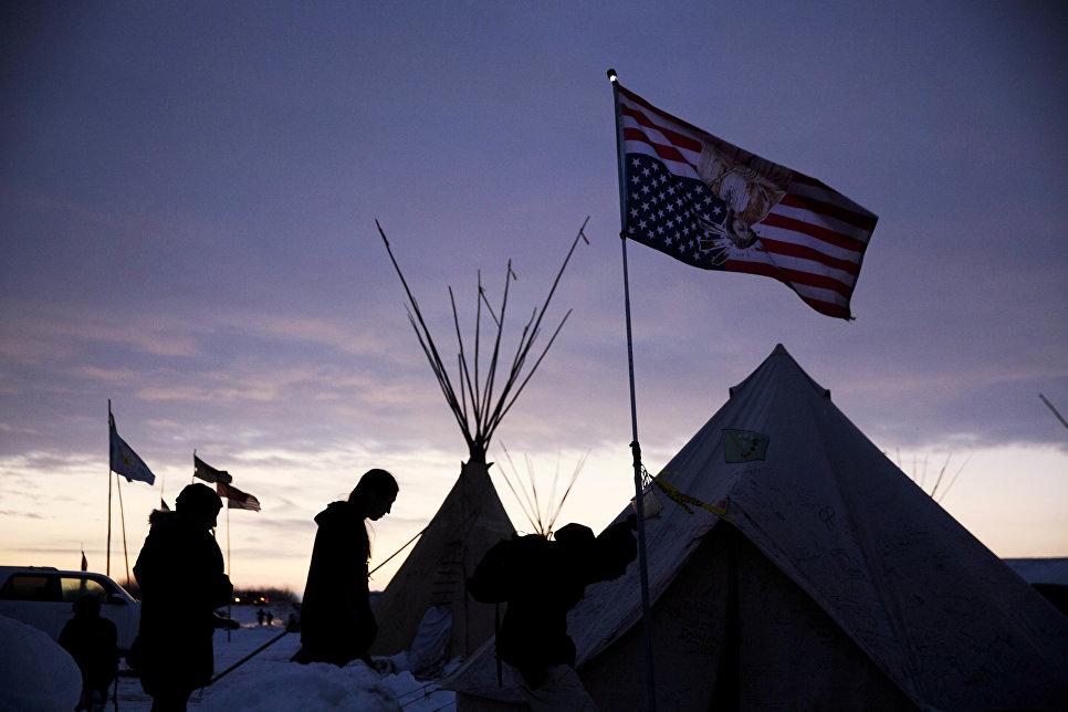 «Пятисотлетняя война»: Почему власти США отрицают геноцид индейцев?