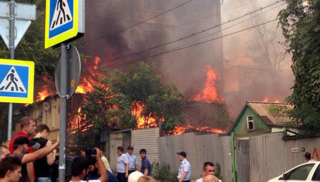Сотрудники Росгвардии участвуют в тушении крупного пожара в Ростове-на-Дону