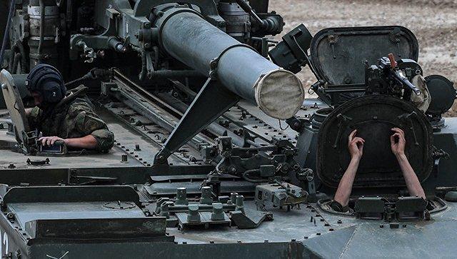 240-мм самоходный миномёт 2С4 Тюльпан во время демонстрации в рамках международного военно-технического форума Армия-2017 на полигоне Алабино. 23 августа 2017
