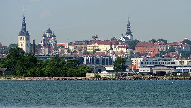 Таллин. Вид на Старый город с пляжа в Кадриорге