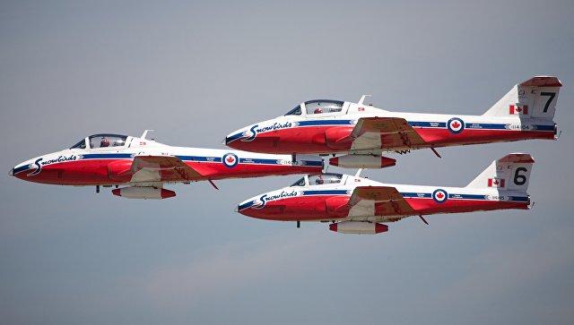 Самолеты пилотажной группы Snowbirds Королевских ВВС Канады. Архивное фото