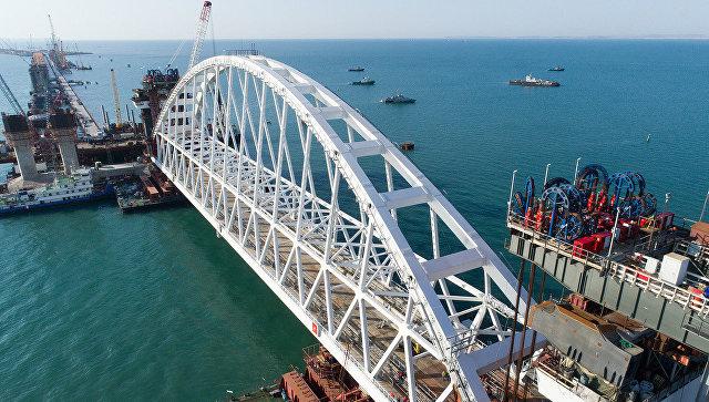 Железнодорожная арка Крымского моста доставлена на фарватер. 28 августа 2017