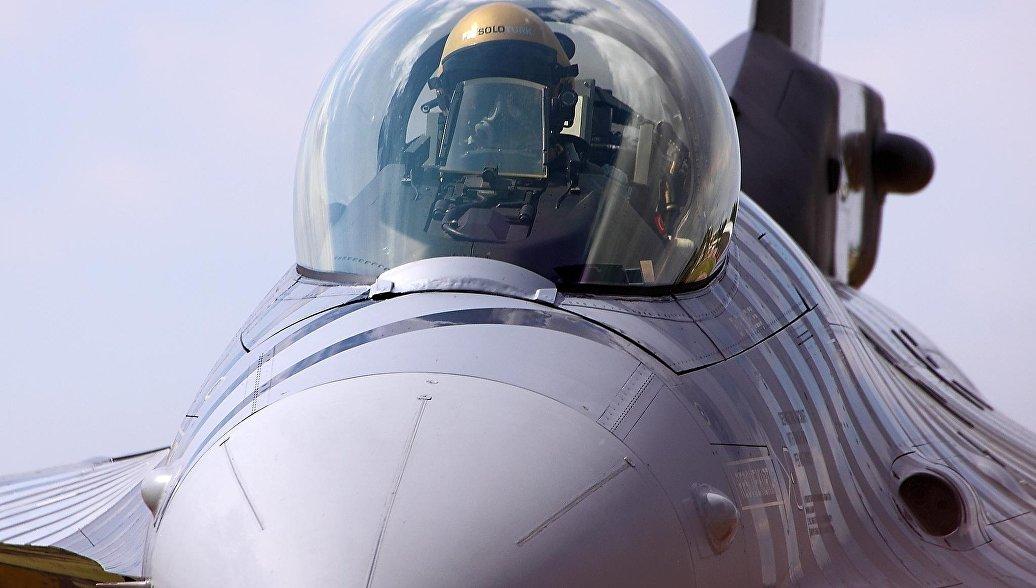 США отказались направить в Турцию инструкторов пилотов F-16