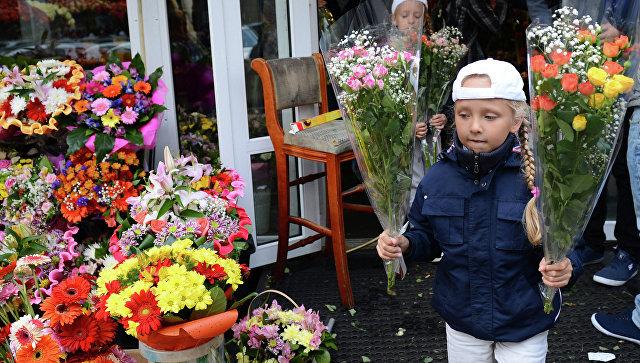1сентября сбукетом отцветочной компании «Мир цветов»
