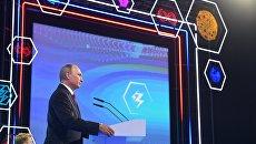 Президент РФ Владимир Путин выступает на всероссийском открытом уроке Россия, устремлённая в будущее в Ярославле. 1 сентября 2017