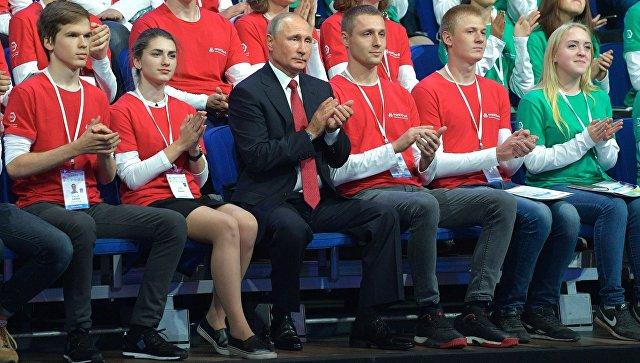 Президент РФ Владимир Путин принимает участие во всероссийском открытом уроке Россия, устремлённая в будущее в Ярославле. 1 сентября 2017