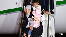 Во время встречи российских детей и женщин, возвращенных из Ирака, в аэропорту Грозного. 1 сентября 2017