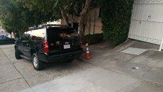 Машина, осуществляющая дежурство у Генконсульства в Сан-Франциско. Архивное фото
