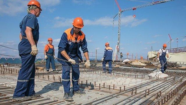 Студенческие отряды  на строительстве моста в Крым. Архивное фото
