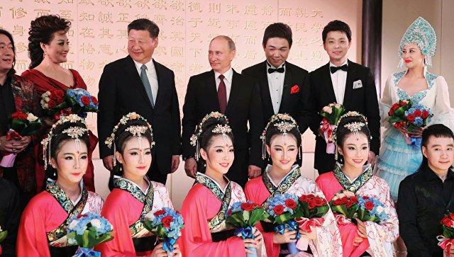 3 сентября 2017. Президент РФ Владимир Путин и председатель КНР Си Цзиньпин во время посещения концерта в Сямэне