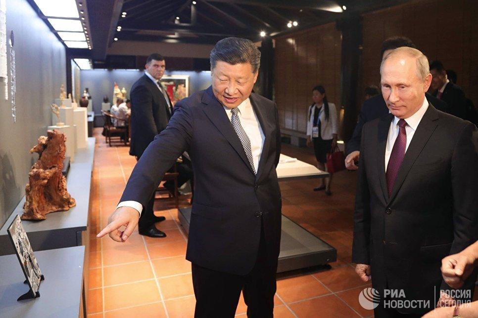 3 сентября 2017. Президент РФ Владимир Путин и председатель КНР Си Цзиньпин на выставке культурного наследия Китая в Сямэне