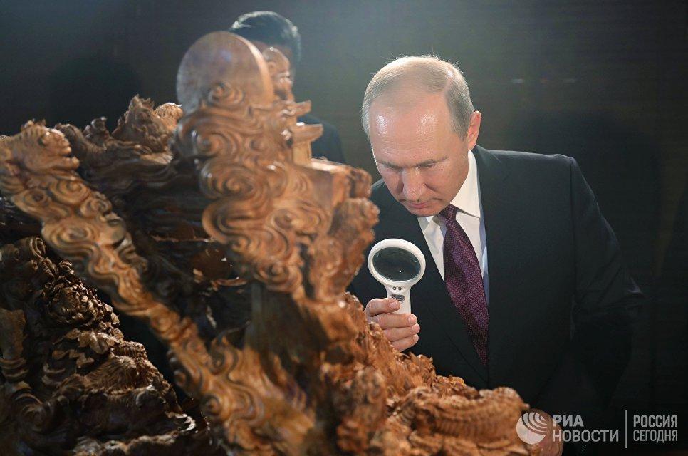 3 сентября 2017. Президент РФ Владимир Путин на выставке культурного наследия Китая в Сямэне