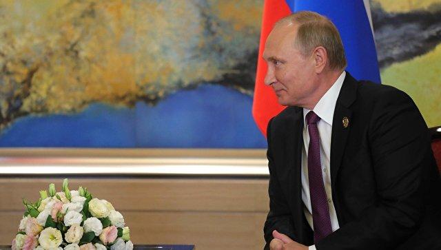 резидент РФ Владимир Путин во время встречи с президентом Арабской Республики Египет Абдул-Фаттахом ас-Сиси на полях саммита лидеров БРИКС. 4 сентября 2017