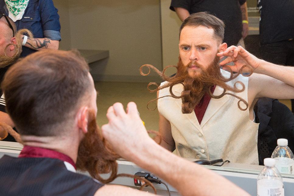 Участник чемпионата мира среди обладателей самых замысловатых бород и усов в Остине, США