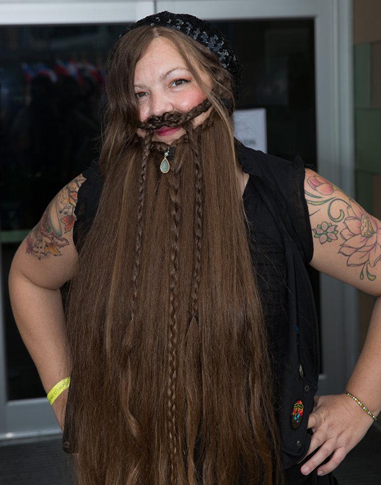 Участница чемпионата мира среди обладателей самых замысловатых бород и усов в Остине, США
