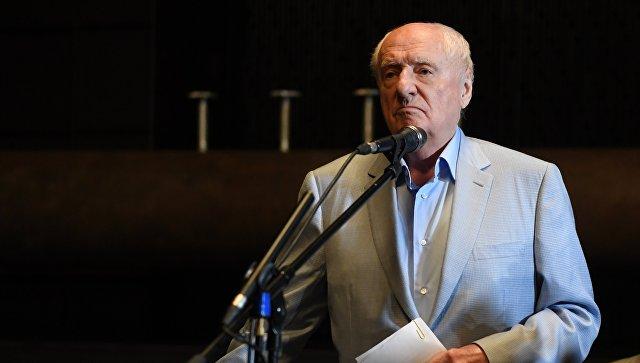 Художественный руководитель театра Ленком Марк Захаров во время сбора труппы