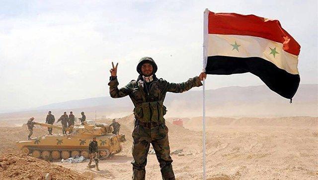 Бойцы армии САР, прорвавшие трехлетнюю осаду города Дейр-эз-Зор в районе территории 137-й механизированной бригады