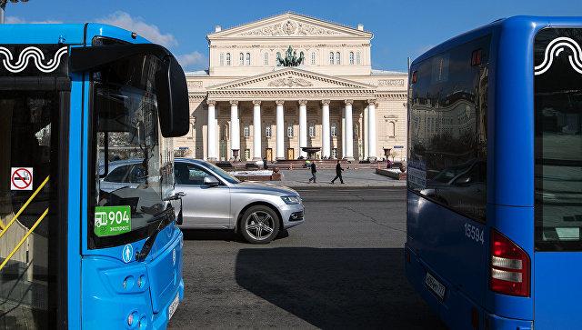 Автобусы в центре Москвы. Архивное фото