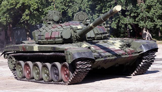 Танк Т-72Б во время демонстрации на Львовском бронетанковом заводе
