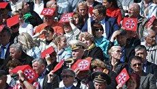 Зрители на церемонии открытия Дня города на Красной площади в Москве. 9 сентября 2017