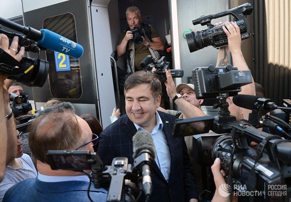 Экс-президент Грузии, бывший губернатор Одесской области Михаил Саакашвили на железнодорожном вокзале в польском Пшемышле. 10 сентября 2017