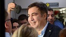 Экс-президент Грузии, бывший губернатор Одесской области Михаил Саакашвили в вагоне поезда на вокзале польского Пшемышля. 10 сентября 2017