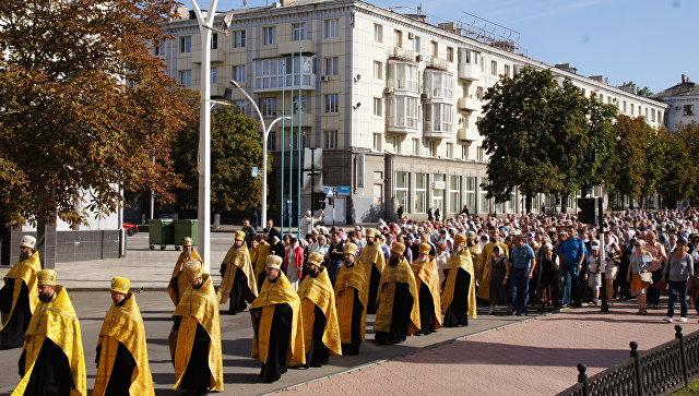 Торжественный Крестный ход за мир в честь Дня города и Дня памяти святого благоверного князя Александра Невского в Луганске. 10 сентября 2017