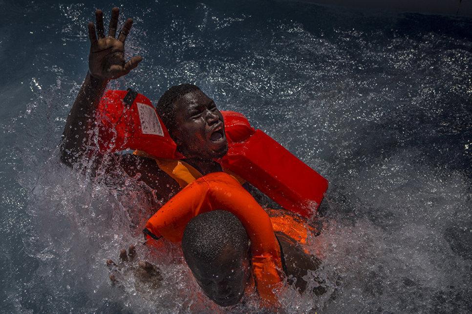 Работа фотографа из Великобритании Mathieu Willcocks Mediterranean Migration в категории Фотожурналистика, вошедшая в шорт-лист Felix Schoeller Photo Award 2017