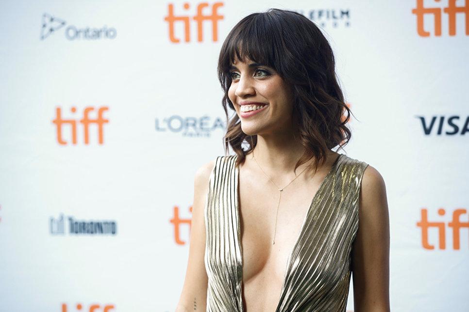 Актриса Натали Моралес на премьере фильма Битва полов во время Международного кинофестиваля в Торонто