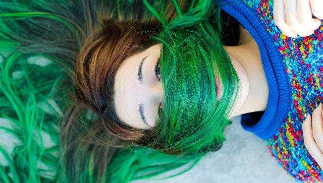 Зеленые волосы. Архивное фото
