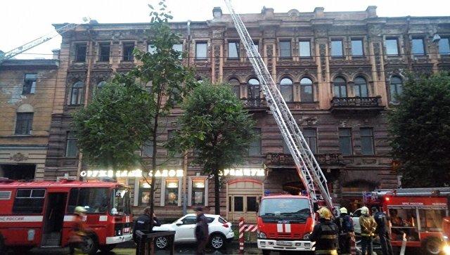 Тушение пожара в жилом доме в центре Санкт-Петербурга. 13 сентября 2017