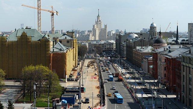 Вид на Политехнический музей со смотровой площадки Центрального детского мира