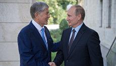 Владимир Путин и президент Киргизии Алмазбек Атамбаев во время встречи. 14 сентября 2017