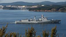 Эсминец Ши Цзячжуан, прибывший в составе отряда боевых кораблей ВМС Китая для участия в военно-морских учениях Морское взаимодействие — 2017, в проливе Босфор Восточный