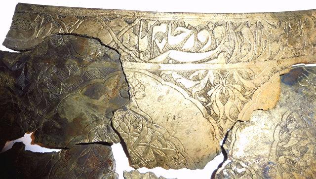 Фрагменты персидской чаши, обнаруженные при раскопках на Биржевой площади в Москве