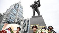 Церемония открытия памятника оружейнику Михаилу Калашникову в Москве