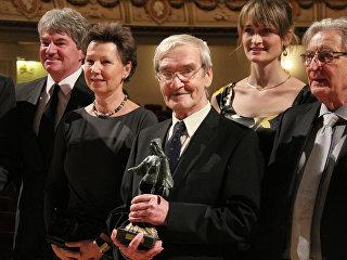 Российский офицер Станислав Петров (в центре) на вручении ему Дрезденской премии за предотвращение ядерной войны