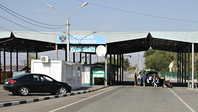 Автомобили на пункте пропуска Армянск на российско-украинской границе в Крыму. Архивное фото