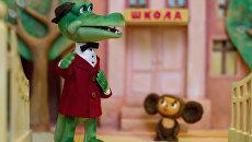 Куклы – персонажи Крокодил Гена и Чебурашка. Архивное фото