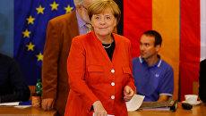 Федеральный канцлер Германии Ангела Меркель голосует на парламентских выборах в Берлине. 24 сентбяря 2017