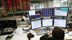 Рынок акций РФ под конец дня сумел выйти в небольшой плюс