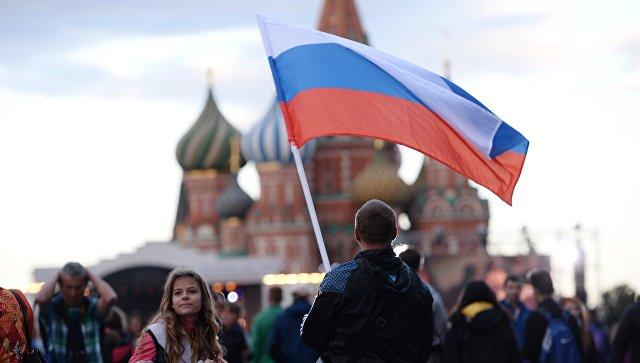 Жители Москвы на Красной площади. Архивное фото